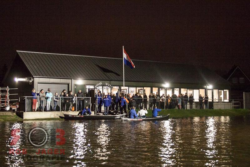 Zwolle - Vrijdagavond werd bij IJsvereniging WVF een kanorace gehouden