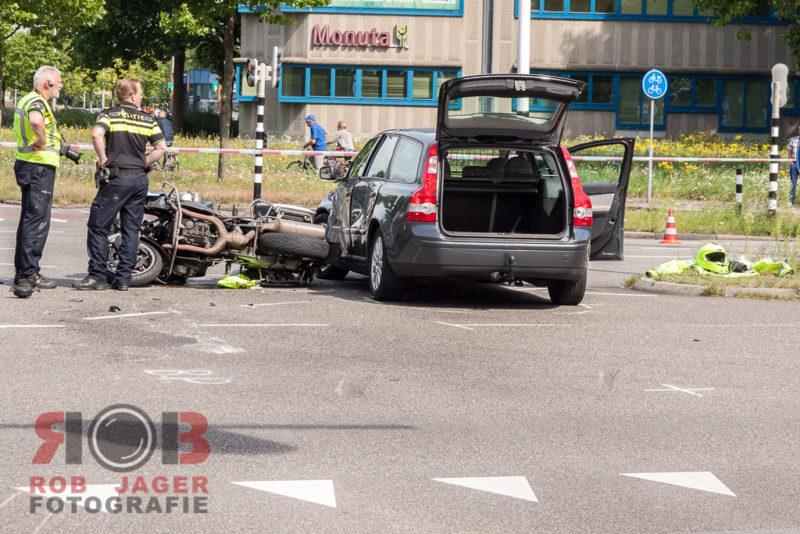 160807_motoragent gewond bij aanrijding op zwartewaterallee zwolle_010