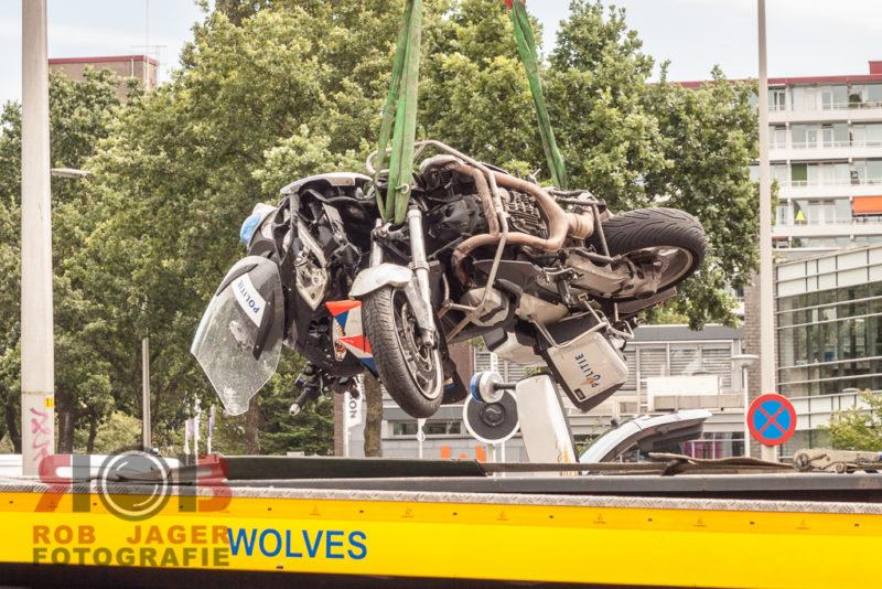 160807_motoragent gewond bij aanrijding op zwartewaterallee zwolle_014